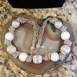 Liz Claireborn vintage white & silver necklace GUC